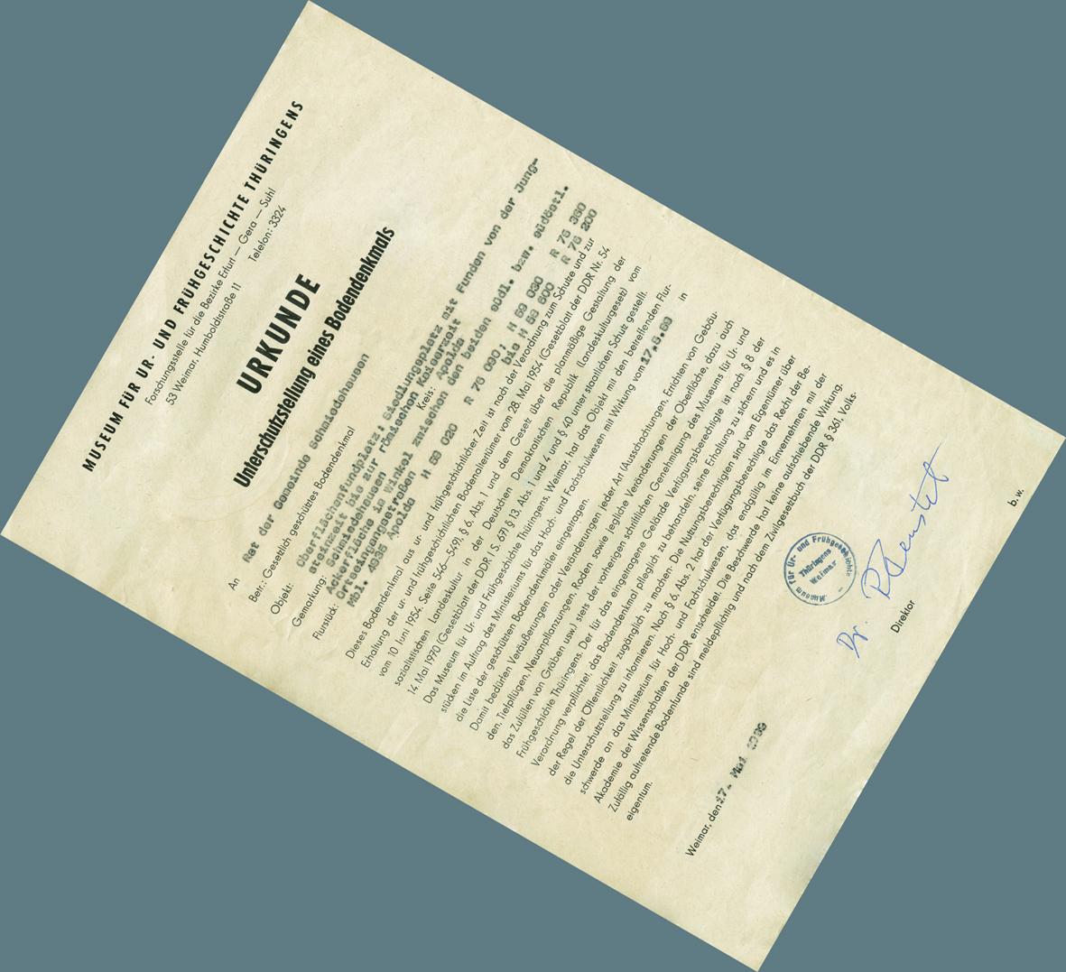 Urkunde auf leicht vergilbtem Papier, Schreibmaschinenschrift